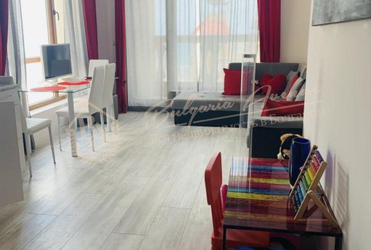 Гостиная в комплексе La Mer с кухней