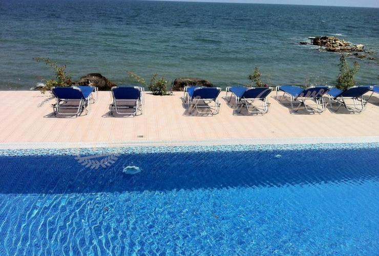 Инфинити бассейн в комплексе La Mer в г.Варна