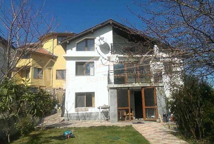 Продается дом в Морской столице на Черноморском побережье в г.Варны, в одном из лучших районов с панорамным видом на море.
