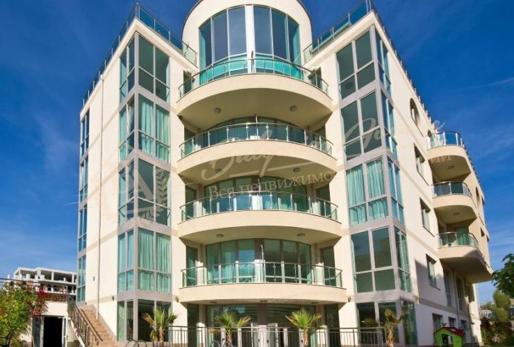 Отель расположен в г.Несебр в 150м от пляжа с оценкой 9.1