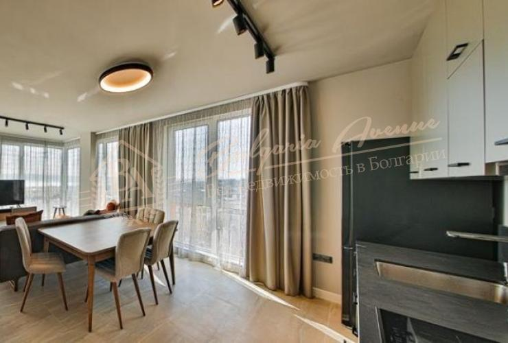 Купить меблированную трехкомнатную квартиру в бутик доме около парка в Варне