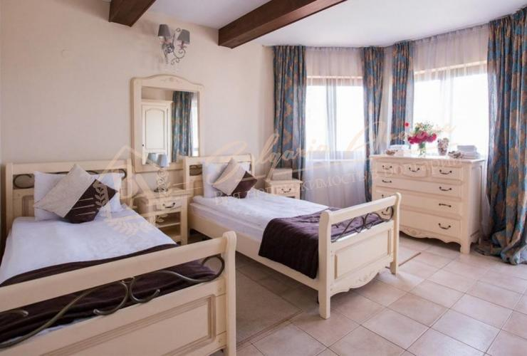 с тремя спальнями и видом на море