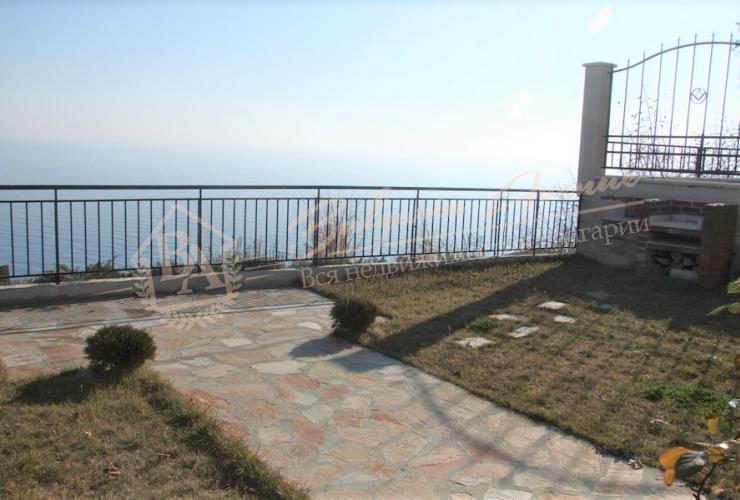 Прекрaсный, двухэтажный дом с панорамным видом на море в Кранево