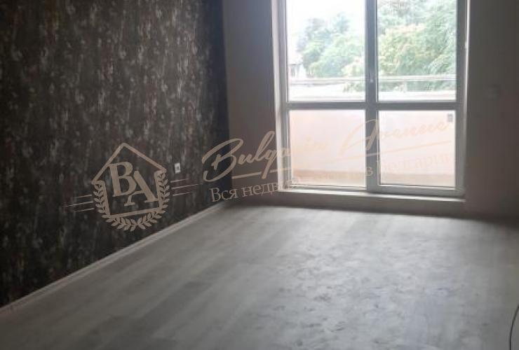 Квартира с 1 спальней, 84 кв.м! С ремонтом! Г. Варна