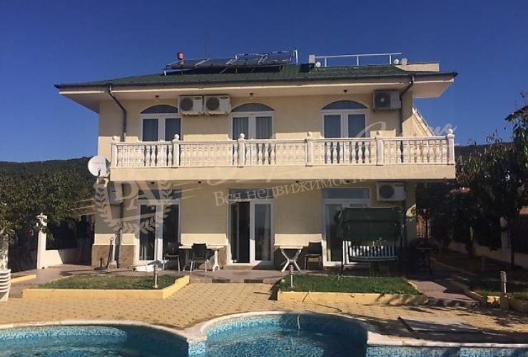 Дом с бассейном и видом на море и залив в Свети Влас