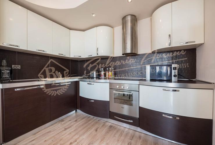 Двухэтажный дом с бассейном в средиземноморском стиле в Балчик