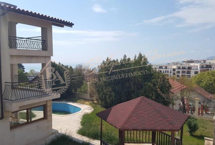 недалеко от полей для гольфа Black Sea Rama и гольф-клуба Thracian cliffs
