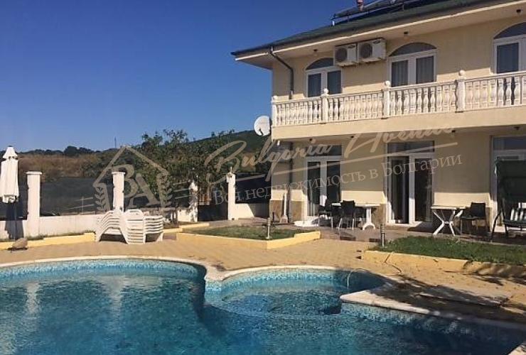 Недвижимость в Святом Власе - дом в бассейном
