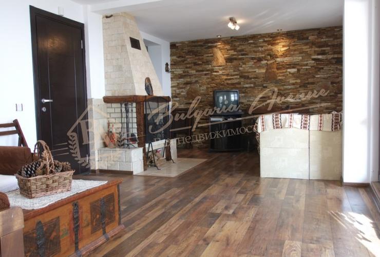 Кухня/гостиная в двухэтажном доме с панорамным видом на море в Кранево