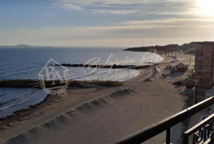 Вид из пентхауса на первой линии на песке с собственным пляжем в Поморие