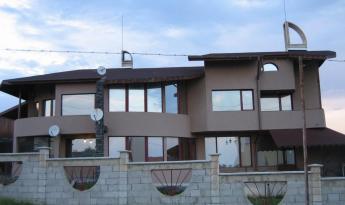 Массивный дом