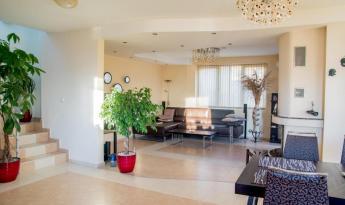 Дом расположен в черте города Варна, до центра города 6 км.