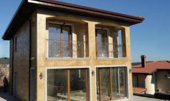 Дом в средиземноморском стиле, расположен на северномпобережье, в спокойной части г.Варна